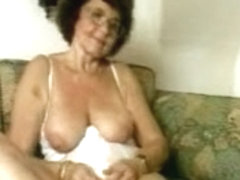 Granny in stocking dildoing her old twat