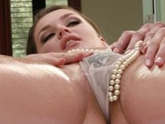 Dat Pearl Necklace!