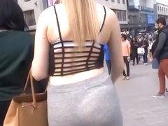 Blonde in gray leggings ass wiggling