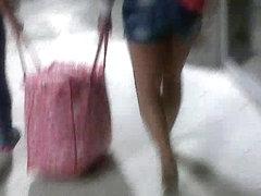 Pink Thongs Sommerkleid tragen Milf upskirted