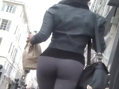 Perfect figure spotted on the street