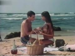 Bea Fiedler,Sonja Martin in Lemon Popsicle 4 (1983)