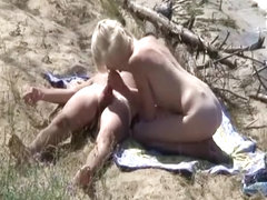 Blonde blowjob and fuck in river bank