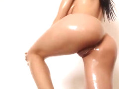 Busty Slim White Girl Oiling Her Perfect Body