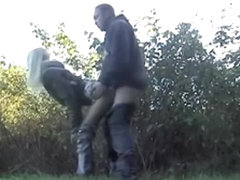 Blonde slut likes sex in the park