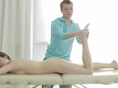 Great bum massage for a bombshell