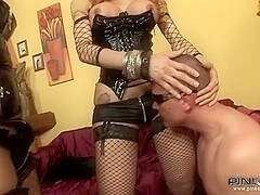 PinkoShemales Video: Kinky Shemale Threesome