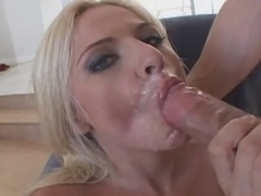 Mesmerizing blonde lady sucks till the culmination
