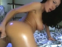 Stunning Oiled Up Webcam Babe