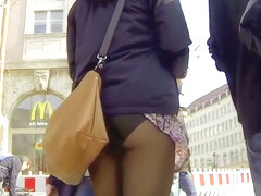 Bizarre accidental upskirt shows ass