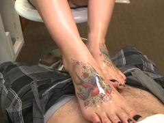 Rachel Starr and Her Pretty Feet!