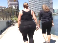 White Megapear BBW Walking