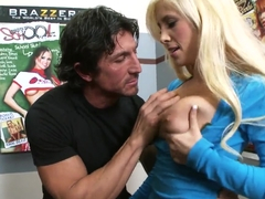 Tommy Gunn bangs hot blonde TV producer and makes her moan