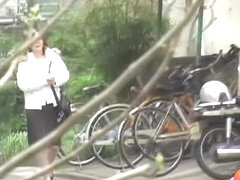 Lady in a hurry feels ready for no panties sharking