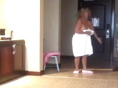 Busty mature woman flash pizza delivery guy
