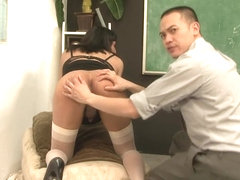 Brunette shemale receives a professional blowjob