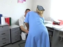 Cleaning woman screwed in the office (German)
