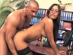 Curvy Angelica Heart gets pleasured by muscled stud