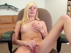 Young petite girl Elaina Raye do a blowjob to her friend