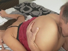 Double cumshot for hot brunette mom