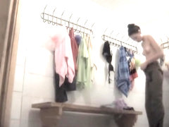 Amateur dressing room sex girls on the working spy camera