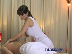 Natural big tits masseuse offers special time
