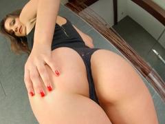 Allinternal brunette reveals her pussy creampie