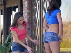 Leah Gotti is twerking her way into her Celesta Stars pants