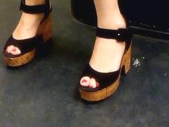 Asian milf legs and heels in Paris subway 1