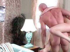 Riley Reid & Johnny Sins in Mi Esposa la Come-Policias - Brazzers