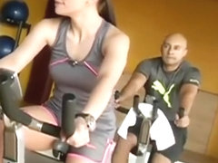 Nice cameltoe exercising at the gym