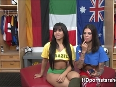 Sex Goddess Bonnie and Rose lesbian fuck in their live sex show