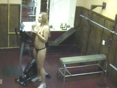 Voyeur blonde doing sport