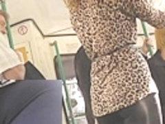 Hawt blond in hawt leggings