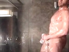 dilf showers on cam