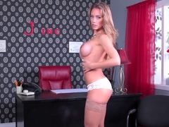 Nicole Aniston rubs her wet pussy