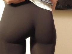 Jeny Smith tight pants camel toe in the mall