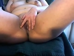 girl play on cam