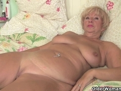 Plump granny acquires her old bawdy cleft fingered by photographer
