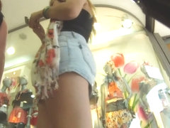 Upskirt view of hot brunette's bubble butt