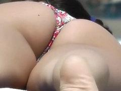 Peep an amazing ass in a yellow bikini