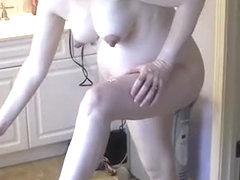 Preggo woman in bathroom