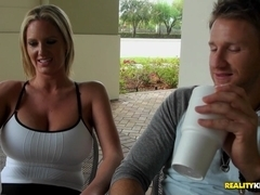 MilfHunter - Nice and smoothie