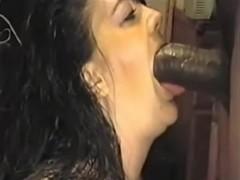 Lady who likes cocks does a blowjob
