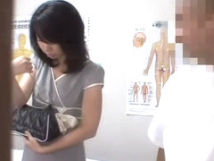 Super-hot Jap babe fingered in hidden cam massage video