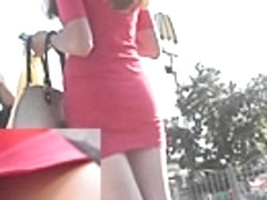 Lengthy-haired babe in street upskirt vid