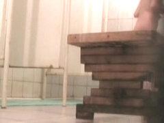 Spy shower cam gets pretty woman shaving her legs