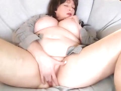Fat mature lady spreads those legs and fingers herself hard