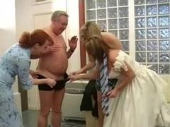 Four Milfs Give Bridegroom a Wedding Day Handjob-daddi