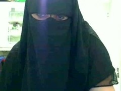 Arabian webcam hussy with huge tits